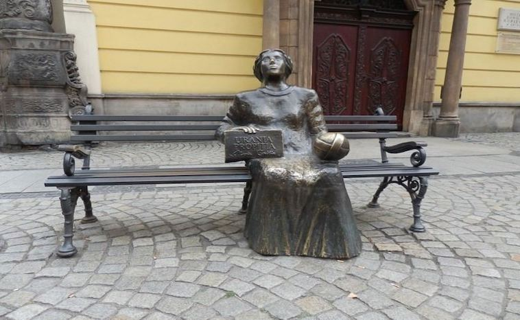 Maria Cunitz - Statue