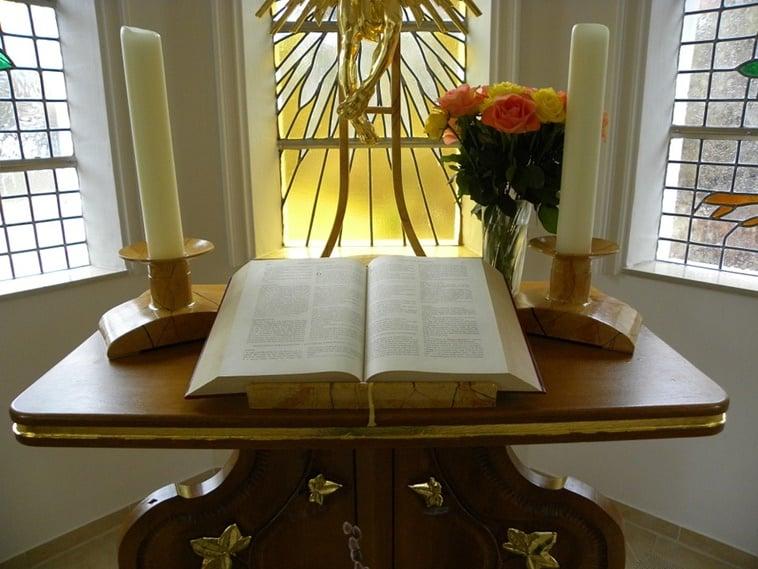 Resultado de imagem para imagens de altar em casa