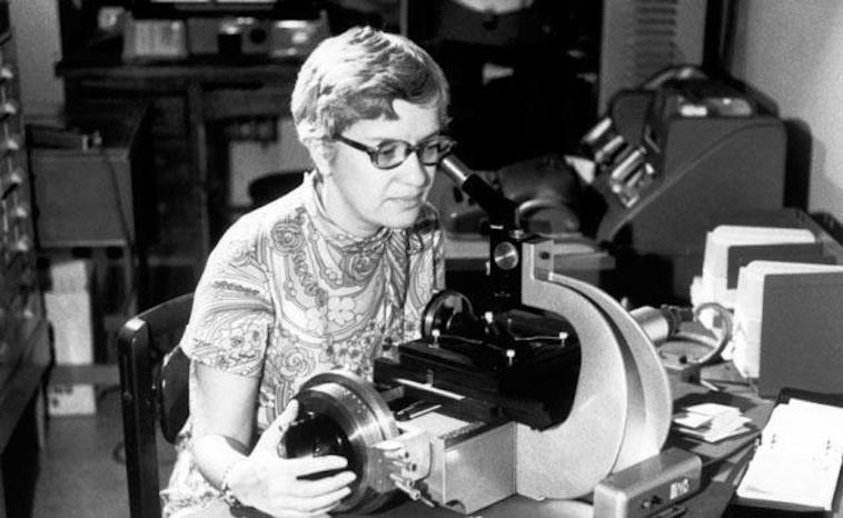 Vera Rubin bei der Forschung