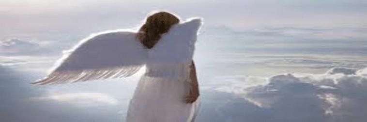 Immagine di un angelo bianco su sfondo bianco